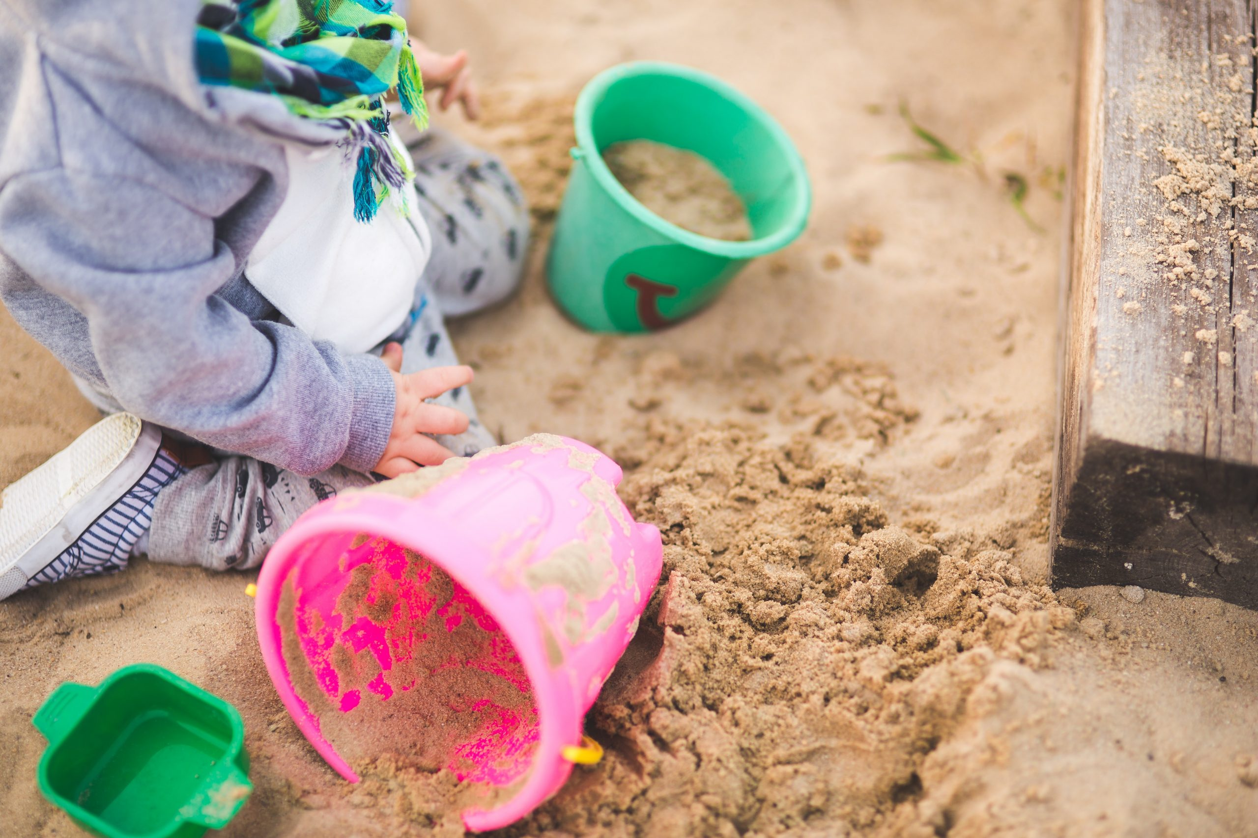 Piaskownice plastikowe dla dzieci – czym kierować się przy wyborze?